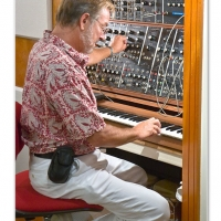 edd-kalehoff-at-the-moog-for-the-new-price-is-right-music-theme